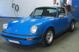 Porsche Cabrio mit blauer Lackierung